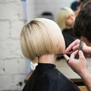 De quanto em quanto tempo preciso cortar o cabelo?
