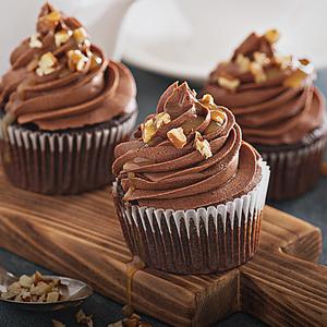 Cupcake de chocolate com nozes no micro-ondas