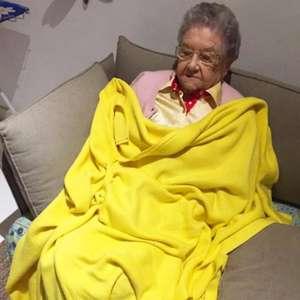 Palmirinha recebe alta de hospital após internação