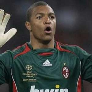 Por que a elite do futebol ainda tem poucos goleiros negros?