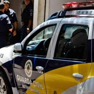 """Prefeitura de SP proíbe """"mata-leão"""" em abordagens da GCM"""