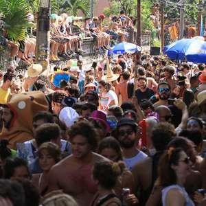 Rio: blocos reúnem 140 mil foliões no sábado de pré-carnaval