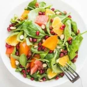 Quatro mitos sobre alimentos que curam ou causam câncer