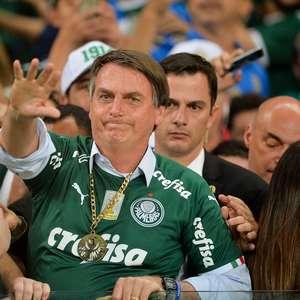 """TV Brasil e a Seleção: """"Alô, alô, Bolsonaro, aquele abraço"""""""