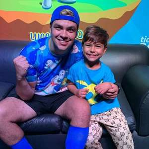 Youtuber Luccas Neto anuncia que será pai