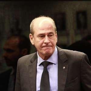 Ministro se diz indignado e estuda ação contra Gilmar Mendes