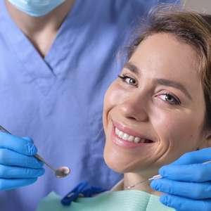 Sem grana para o implante? Dentista ensina o que fazer
