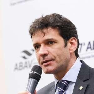 Ministro do Turismo também está com covid após posse de Fux