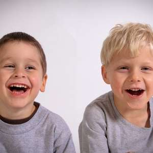 Até qual idade devo escovar os dentes da criança?
