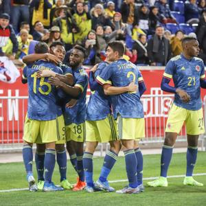 Mesmo sem astro, Colômbia vence Equador em amistoso