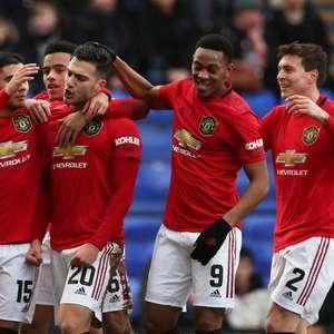 Manchester United vence Everton e se afasta do rebaixamento