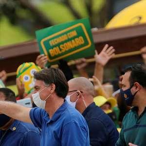 Bolsonaro pede a senadores impeachment de ministros do STF