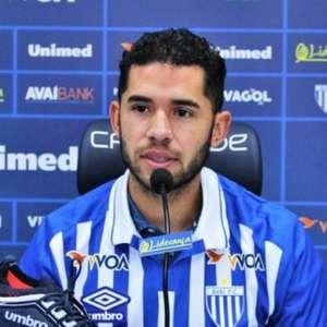 Identificado com a torcida, atacante Renato é apresentado no Avaí