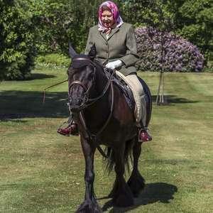 Coronavírus: Rainha Elizabeth 2ª é fotografada pela primeira vez em público desde o início da quarentena