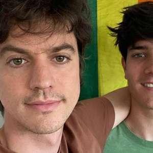Irmão de Huck posta foto com noivo e fala sobre homofobia