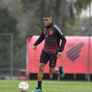 Erick pede cautela com retorno do futebol, mas demonstra alívio com volta aos treinos