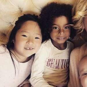 Mãe de menina negra, Katherine Heigl diz não saber como explicar morte de Floyd à filha