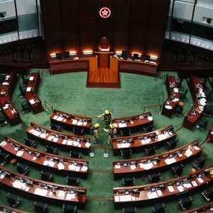 Legislativo de Hong Kong aprova lei sobre Hino Nacional em meio a protestos