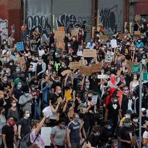 Livros sobre discriminação racial se tornam best-sellers enquanto protestos crescem nos EUA