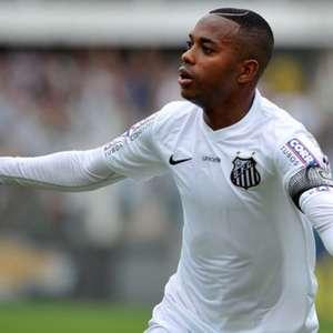 Especulado no Santos, Robinho revela brincadeira com Zé Roberto: 'Vou jogar mais tempo que você'