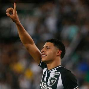 Luís Henrique, do Botafogo, despista interesse de times europeus: 'Não posso dar ouvidos agora'