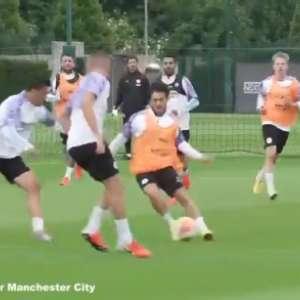 VÍDEO: Manchester City treina pesado de olho na volta do Inglês