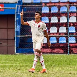 Flamengo renova com Mateus Lima, promessa da base Rubro-Negra