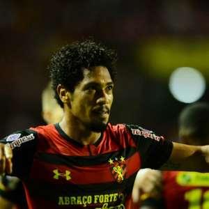 Com salários atrasados, Hernane Brocador admite que pode deixar o Sport