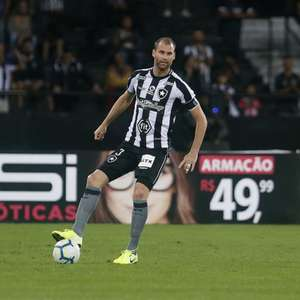 Economia e negociações: os próximos passos de Botafogo com Joel Carli