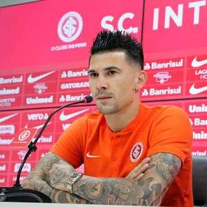 Victor Cuesta passa por cirurgia e desfalca o Inter por 15 dias