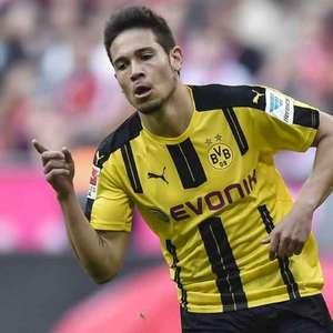 Barcelona monitora Raphael Guerreiro, do Borussia Dortmund