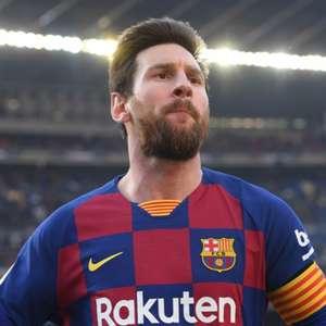 Barça volta a treinar no Camp Nou, mas Messi faz trabalho individual