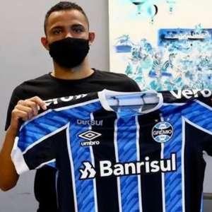 Grêmio renova o contrato de três jogadores do grupo de transição