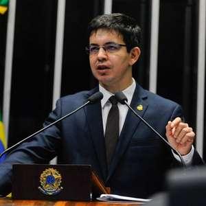 """Bolsonaro disse que """"sairia na porrada"""" com Randolfe"""