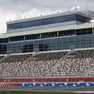 NASCAR anuncia retorno gradual do público começando ...