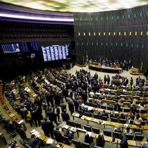 Por verba e TV, Centrão muda e apoia eleição em novembro