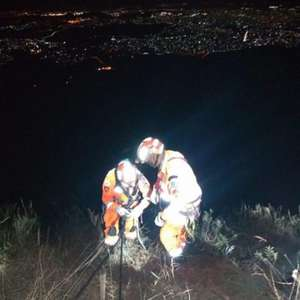 Resgate de Henrique exigiu técnica de rapel dos bombeiros e dispositivos do carro ajudaram a evitar o pior