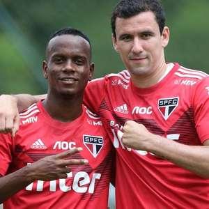 Pablo e Helinho disputam vaga no ataque do São Paulo com saída de Antony