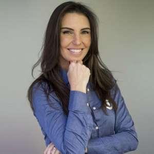 Após deixar o SBT, Glenda Kozlowski negocia com o Flamengo para integrar a Fla TV