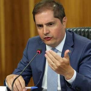 Bolsonaro vai sancionar o corte de salário, diz secretário