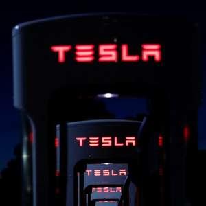 Tesla supera estimativas de entregas no 2° tri