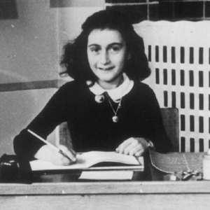 Saiba quem foi Anne Frank, tema de documentário narrado por Helen Mirren
