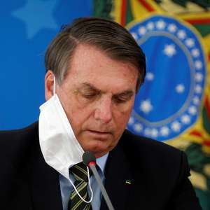 Bolsonaro veta obrigatoriedade de máscaras em local fechado