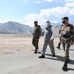 Premiê da Índia visita fronteira do Himalaia, onde ...