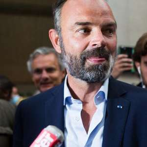 Premiê francês entrega renúncia a Macron