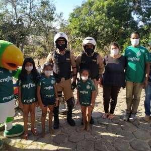 Palmeiras faz doações para pequena torcedora que ligou para a polícia pedindo cesta básica
