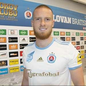 Com assistência de Lovat, Slovan goleia antes da final ...