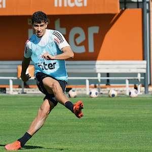 Jogador mais decisivo com Diniz, Vitor Bueno celebra ...