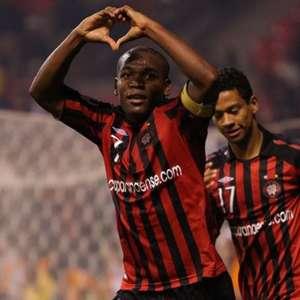 Com gol de Alan Bahia, Athletico recorda vitória em cima do Santos pelo BR-08