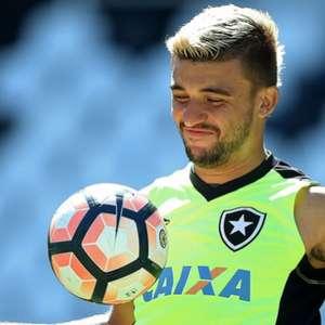 Botafogo encaminha empréstimo de Victor Luís junto ao ...